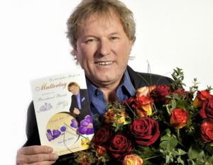 Ein musikalischer Blumenstrauß für alle Mütter: Die ganz persönliche Muttertags-CD von und mit Bernhard Brink